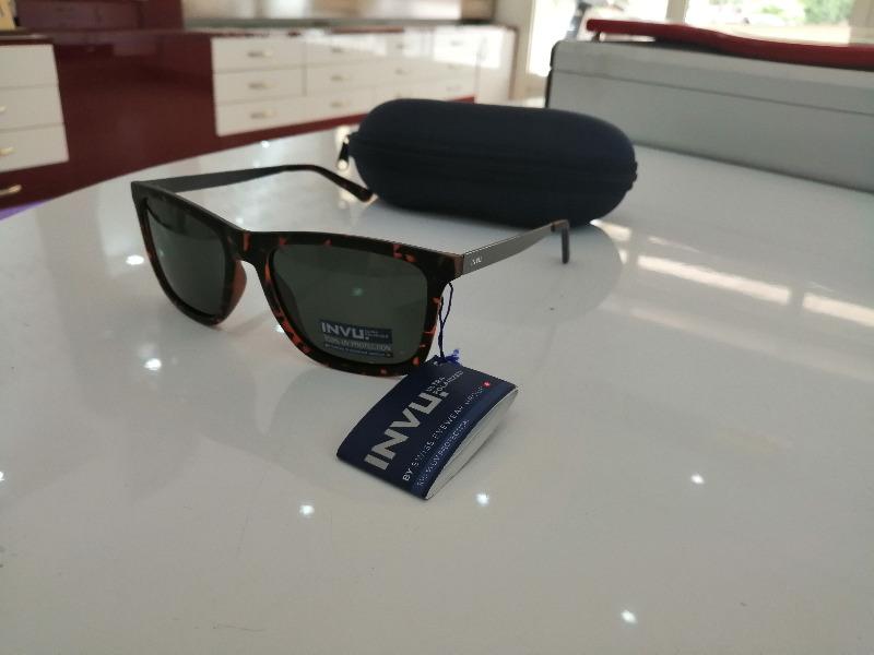 Lunettes de soleil Invu swiss eyewear - B2712